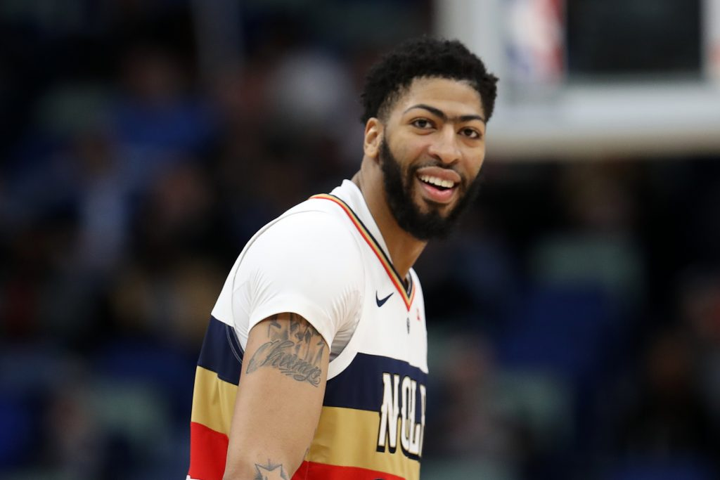 Anthony Davis tells Pelicans he won't re-sign