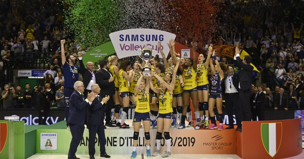 Italian Volleyball Players Strip Off With Trophy to