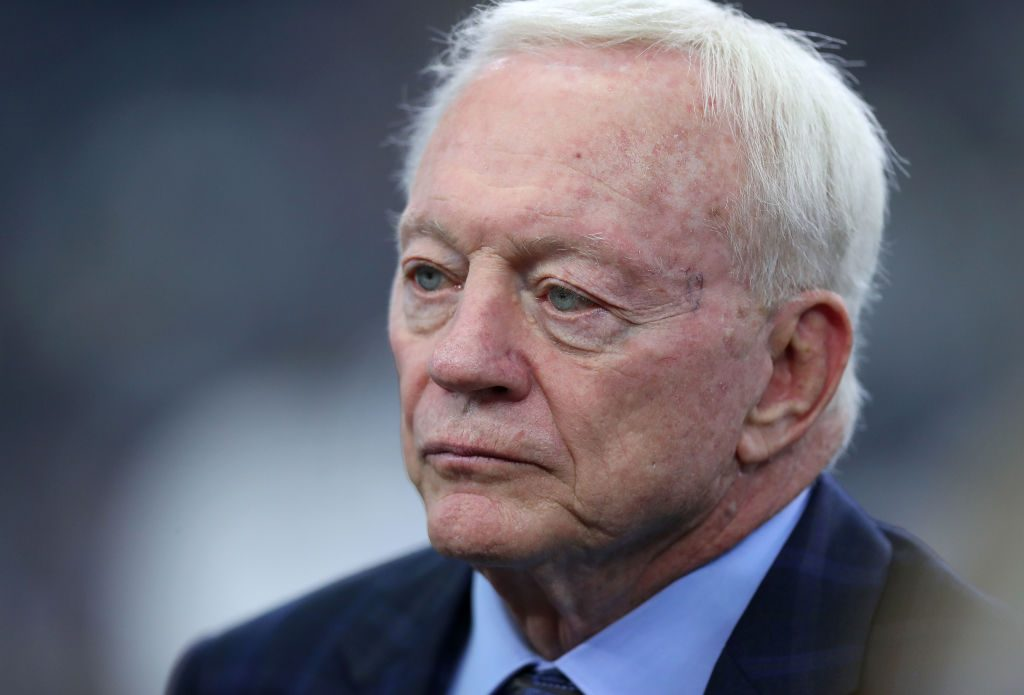 Jerry Jones takes another shot at Ezekiel Elliott over contract situation