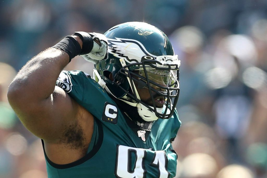 Eagles star Fletcher Cox scares off would-be burglar with shotgun
