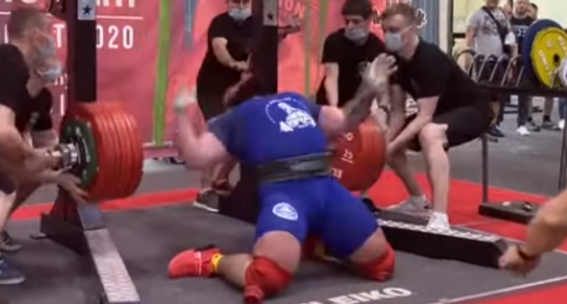 Russian Bloke Fractures Both His Knees While Trying To Squat 400kg