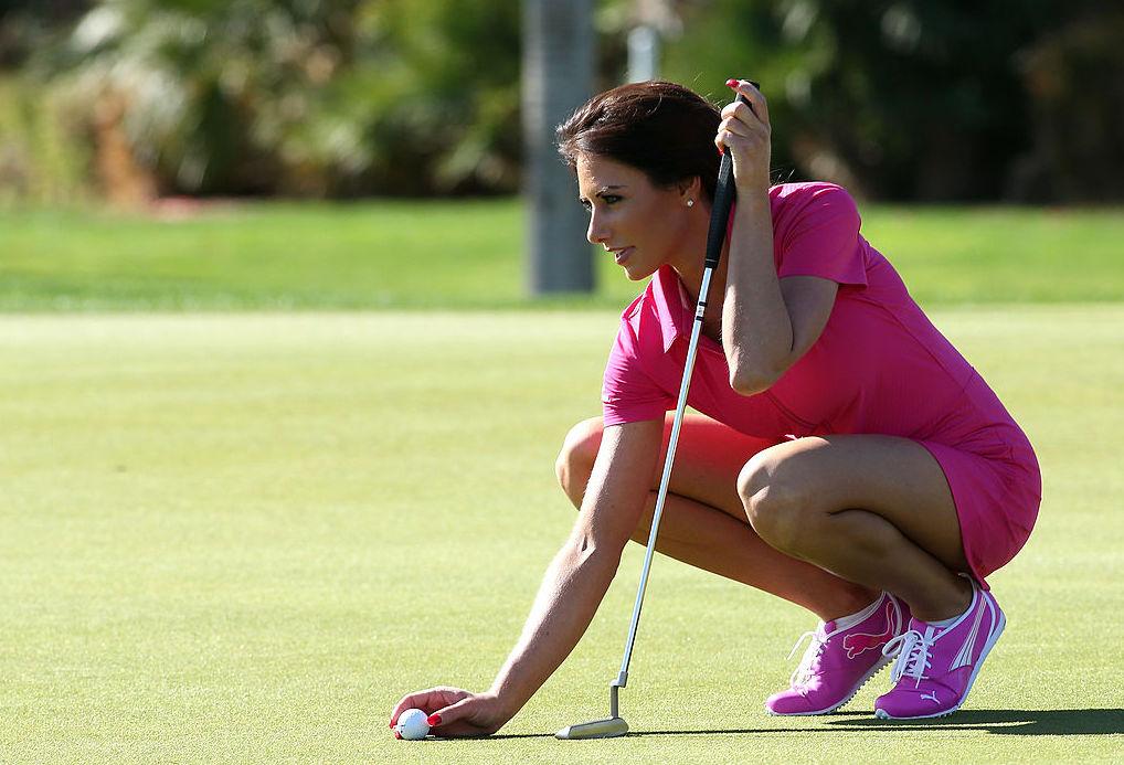 Holly Sonders golfing