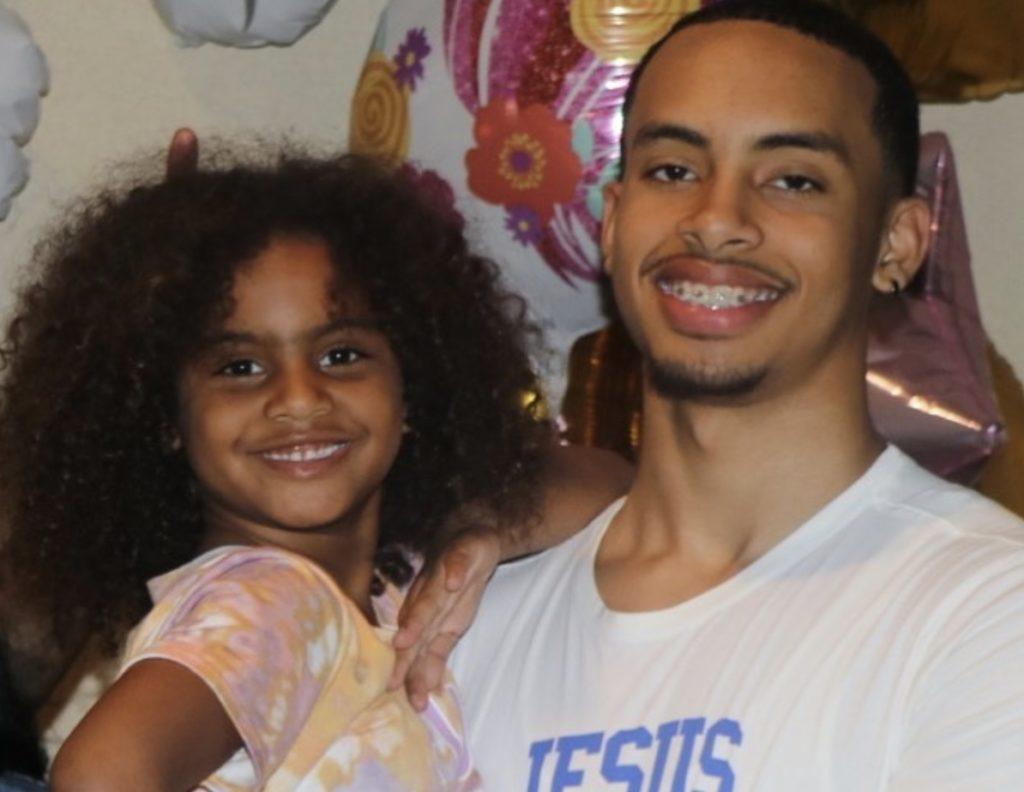 Amari Bailey and sister